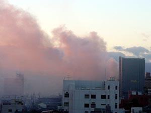 煙が四日市の街を包む・・・